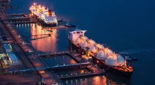 """Photo of """"إصابات جانبيّة"""" للغاز المسال مع انهيار أسعار النفط"""