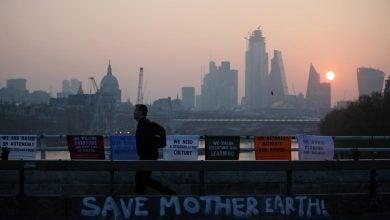 Photo of بريطانيا تجمّد ضريبة الكربون عند 23 دولارًا لعامين