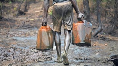 Photo of نيجيريا في هوّة نفطية… خام تحت 13 دولارًا ولا يجد مشترين