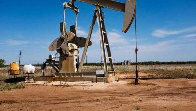 Photo of فائض المعروض وشحّ المخازن يفاقمان خسائر النفط
