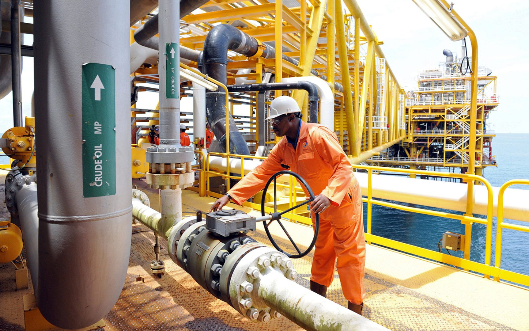 أنغولا تعتزم زيادة صادرات النفط في سبتمبر
