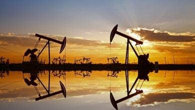 Photo of أسعار النفط تتراجع وسط مؤشّرات على امتلاء طاقة التخزين العالمية