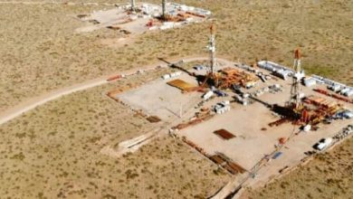 Photo of أزمة النفط توقف قطار اقتصاد الأرجنتين المتهالك وتهدد الصخري