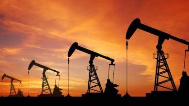 Photo of النفط يحوم حول 40 دولارًا للبرميل.. والأنظار على المخزونات الأميركية