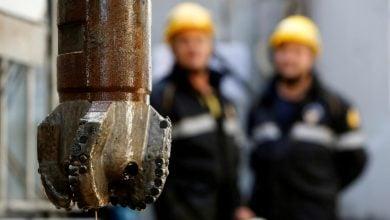 """Photo of """"كسر العزل"""" يبثّ الطاقة في أسعار النفط"""