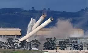 """Photo of أستراليا تهدم """"أقذر"""" محطة توليد طاقة تعمل بالفحم"""