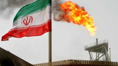 Photo of إيران تستعدّ لزيادة إنتاجها النفطي إلى 4.5 ملايين برميل يوميًا