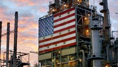 Photo of أسعار النفط تتذبذب ضمن نطاق ضيق وتنخفض بحوالي 1%