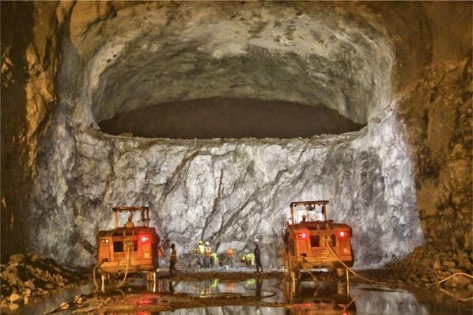العمل على تجهيز مغاور تحت الأرض لتخزين النفط في بادور