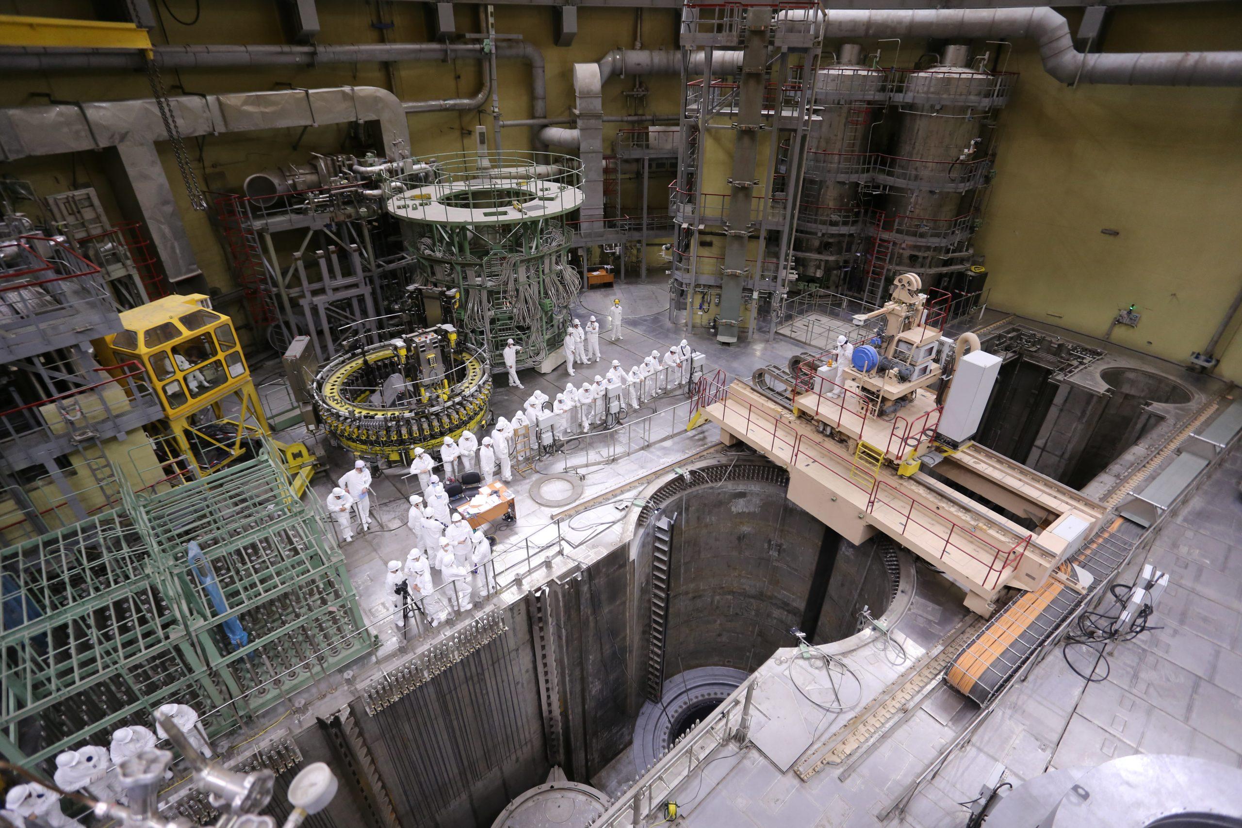 """روساتوم تبدأ تحميل الوقود في وحدة للطاقة بمحطة """"لينينغرادسكايا-2"""" النووية"""