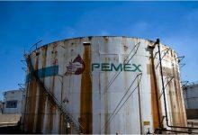 "Photo of شركة النفط المكسيكية ""بيمكس"" توقف دفع مستحقّات المقاولين وتعدّها ""دينًا"""