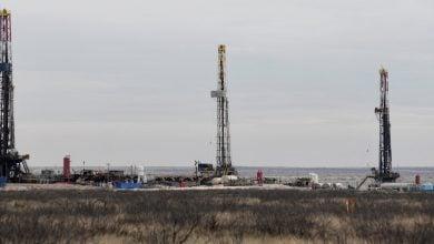 "Photo of مقال- أنس الحجي يكتب لـ""الطاقة"": ماذا يعني انخفاض إنتاج النفط الصخري لأسواق النفط؟"