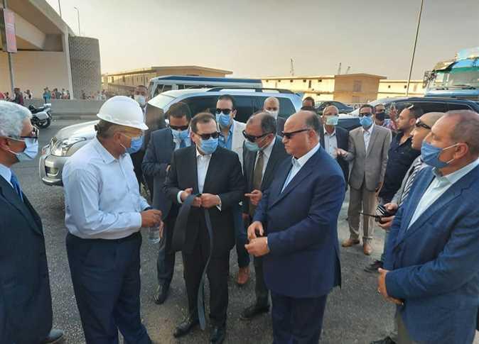 وزير البترول المصري في موقع حريق خط أنابيب