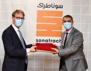 المدير العام لشركة سوناطراك توفيق حكار والرئيس التنفيذي لشركة سيبسا فيليب بواسو
