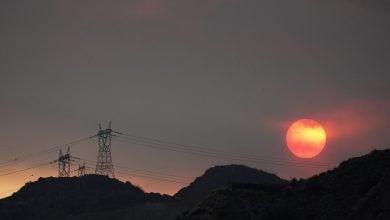 "Photo of ""آب اللّهاب"" يصل كاليفورنيا.. وقطاع الكهرباء أول الضحايا"
