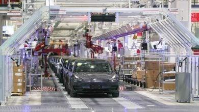 Photo of تيسلا تعتزم بدء شحن سيارات مصنعها الصيني إلى أوروبا وآسيا