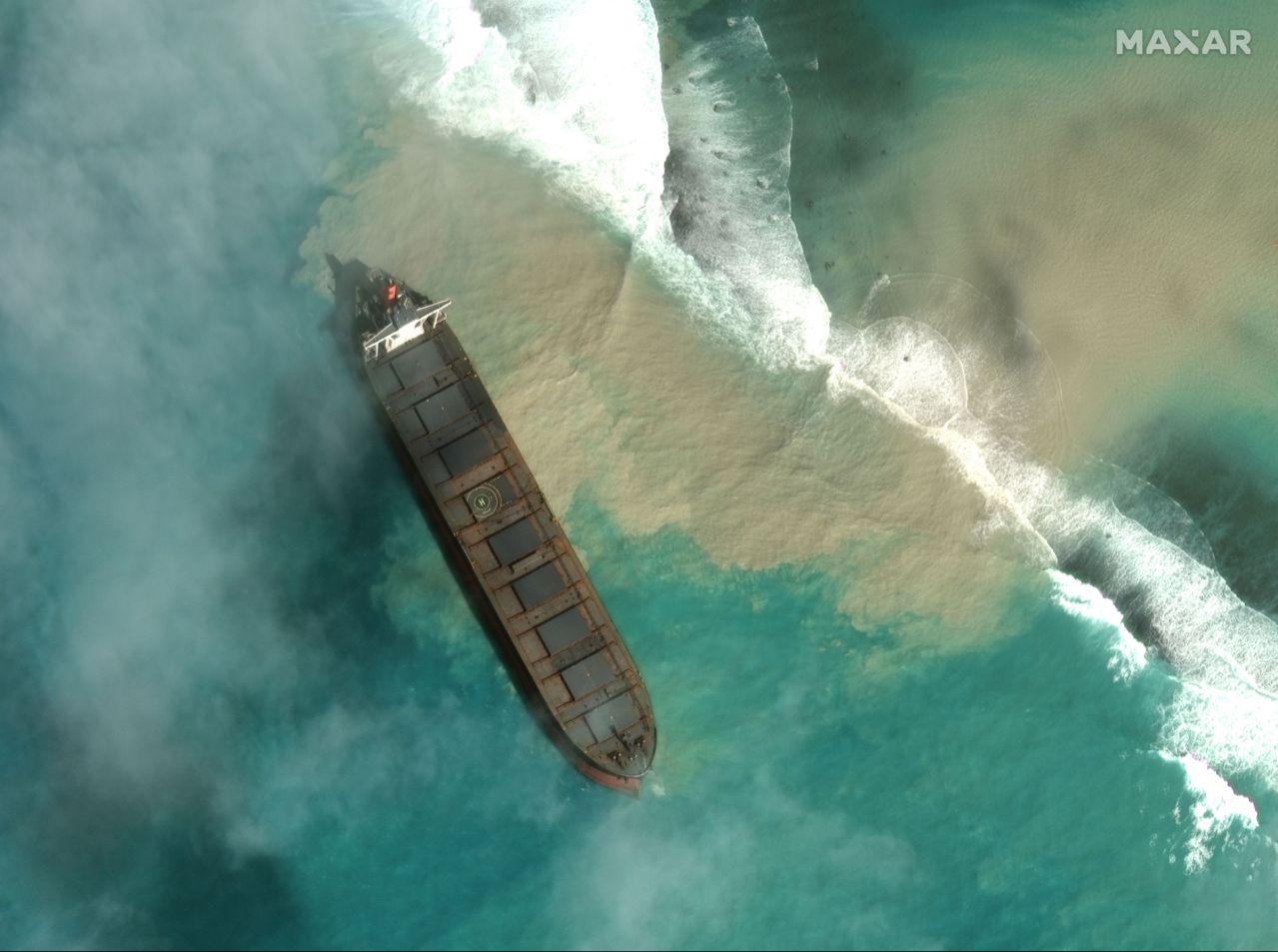 حالة طوارئ بيئية في موريشيوس بعد تسرب نفطي
