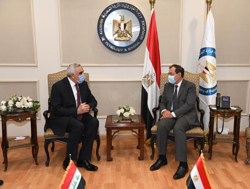 جانب من لقاء وزير البترول المصري والسفير العراقي بالقاهرة