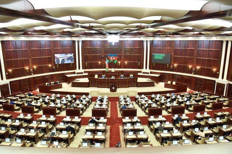 برلمان أذربيجان أقر تعديل سعر النفط في الميزانية ليصبح 35 دولار للبرميل