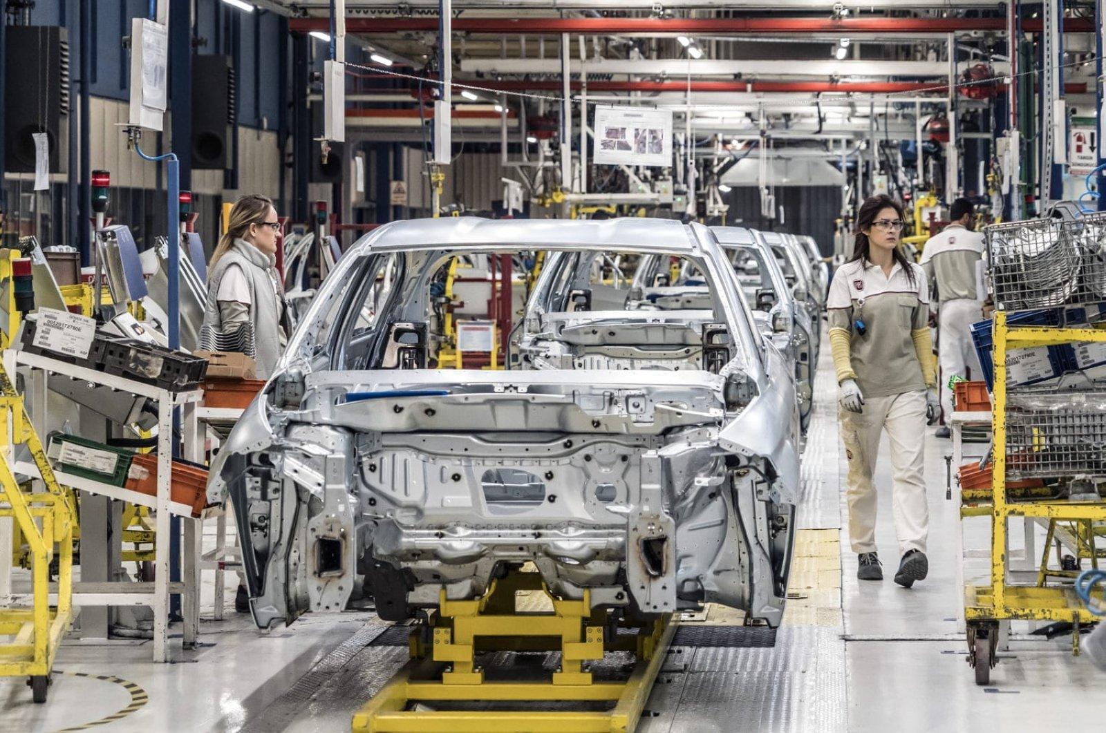 أحد خطوط الإنتاج في مصنع سيارات في تركيا