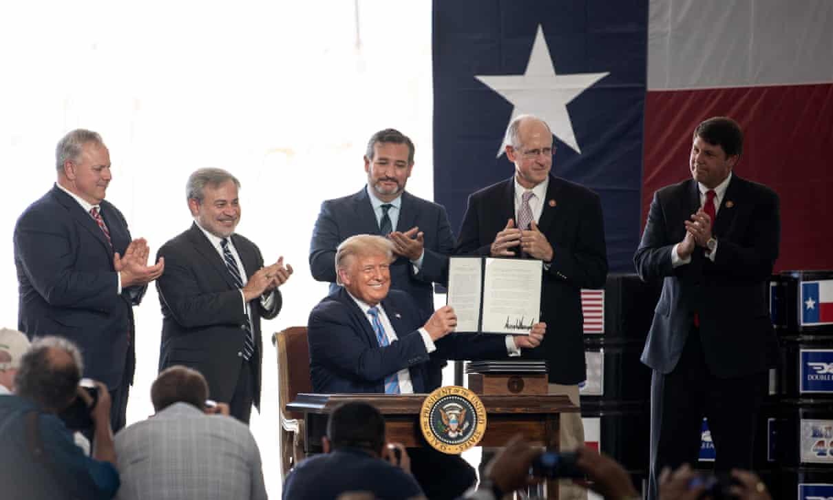 قادة صناعة النفط يحاولون دعم الرئيس ترمب للفوز بولاية ثانية