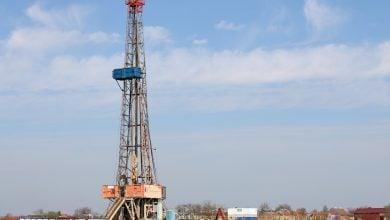 Photo of ارتفاع أسعار النفط بدعم توقّعات تراجع مخزونات الخام الأميركية