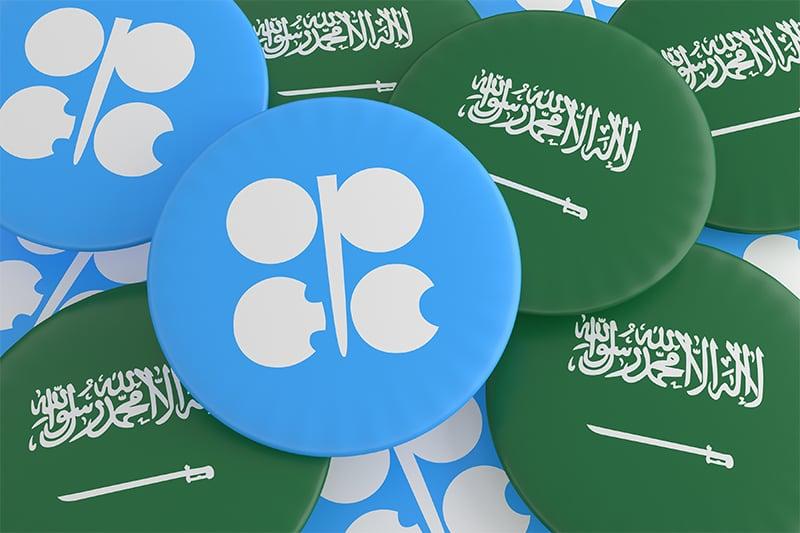 أعلام السعودية وشعار منظمة أوبك وعدم الفصل بينهما واضح