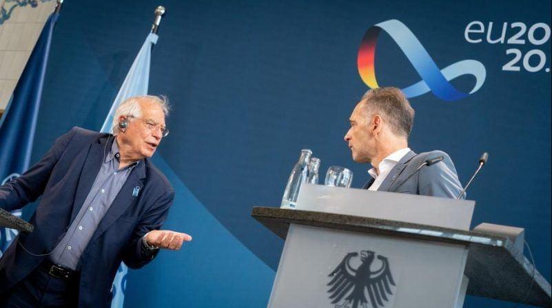 وزير خارجية ألمانيا هايكو ماس (يمين الصورة) وجوزيب بوريل مسؤول السياسة الخارجية في الاتحاد الأوروبي (يسار)