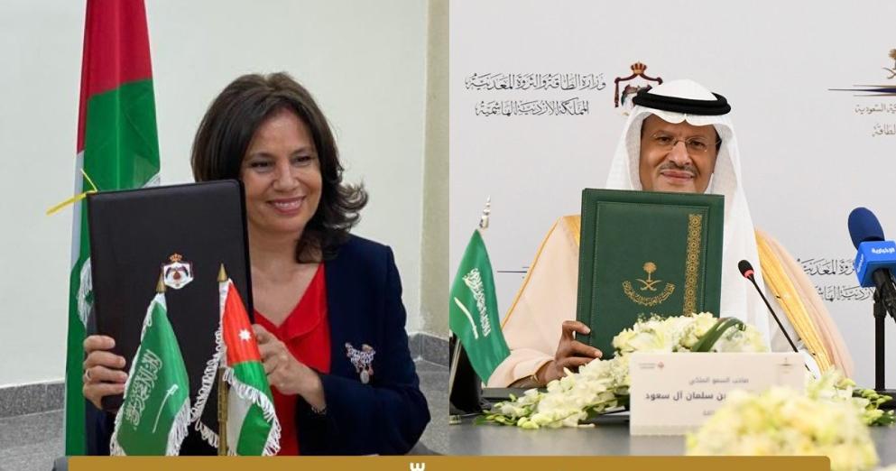وزير الطاقة السعودي ونظيرته الأردنية خلال توقيع مذكرة تفاهم الربط الكهربائي
