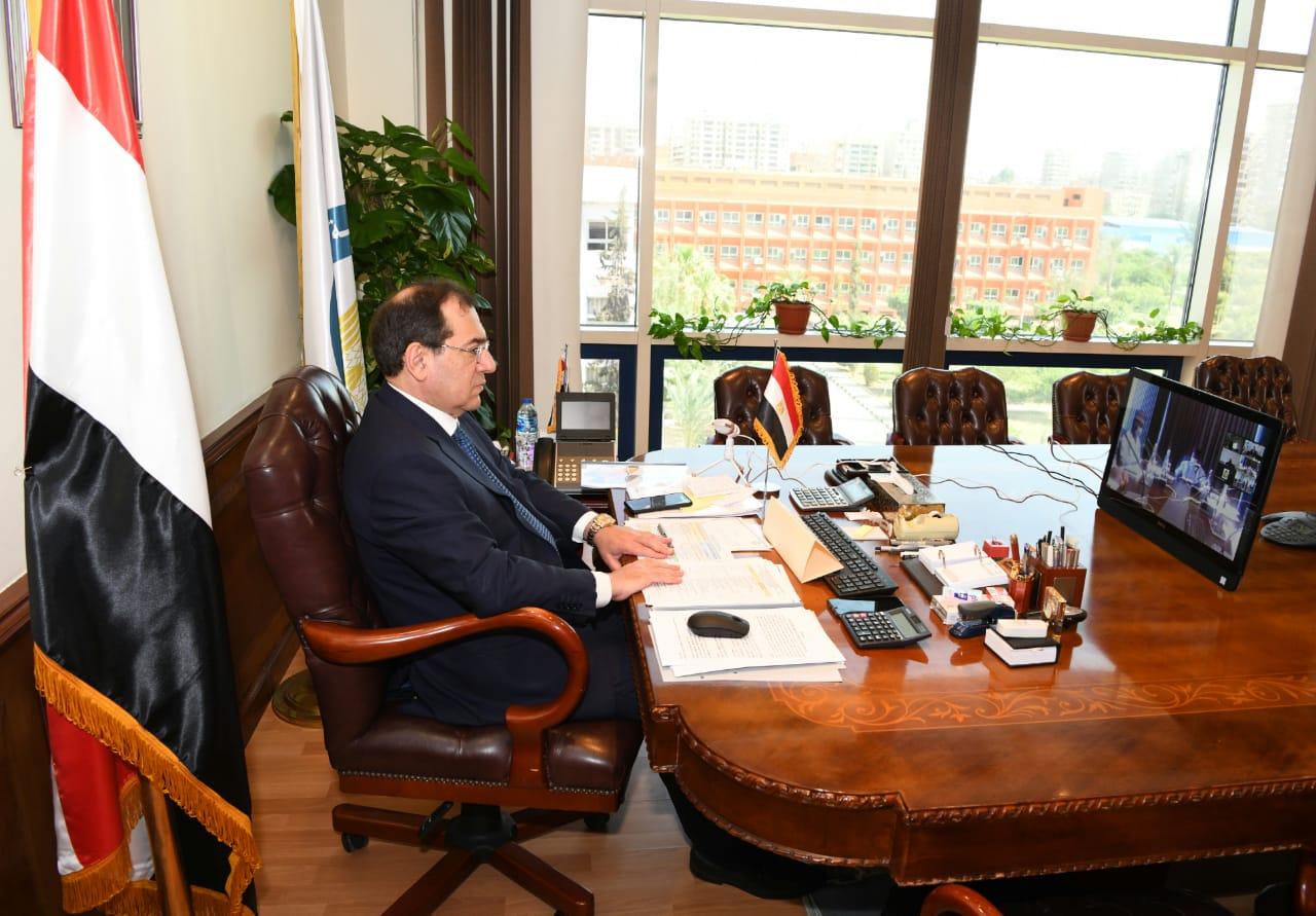 طارق الملا خلال حضوره الجمعية العامة لشركتى البرلس ورشيد بالفيديوكونفرانس اليوم