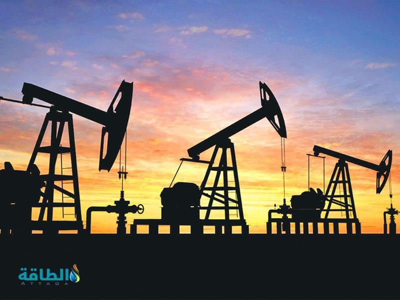 حفارات في أحد حقول النفط
