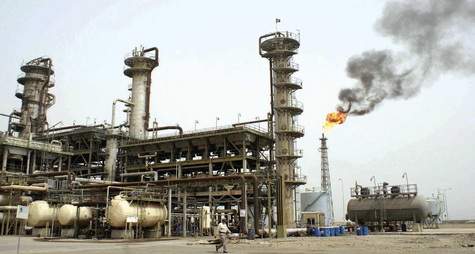 إحدى محطات تكرير النفط