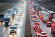 Photo of انبعاثات كثافة المرور تطيح بمكاسب السيارات الكهربائية في بريطانيا