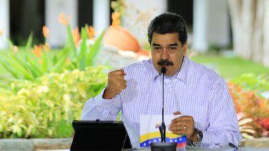 """Photo of اعتقال """"جاسوس"""" أميركي بمحيط مجمع لتكرير النفط في فنزويلا (فيديو)"""