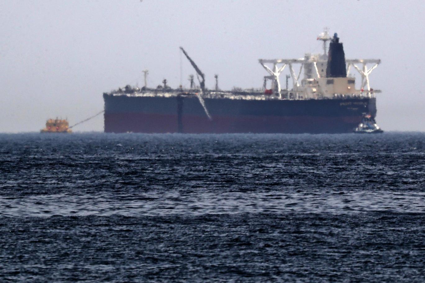 ناقلة النفط عملاقة في عرض البحر