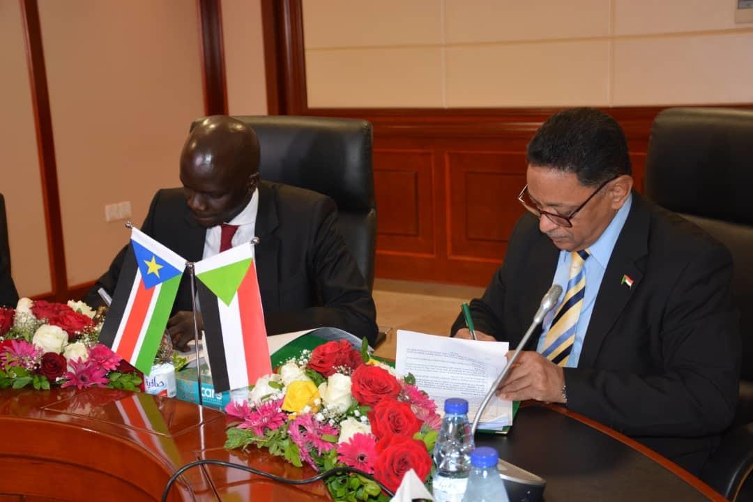 السودان وجنوب السودان يوقعان مسودة تطوير اتفاقيات التعاون النفطي