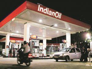 محطة وقود بالهند - أرشيفية