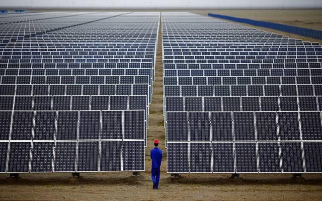 صورة ترمز لمحطات طاقة شمسية