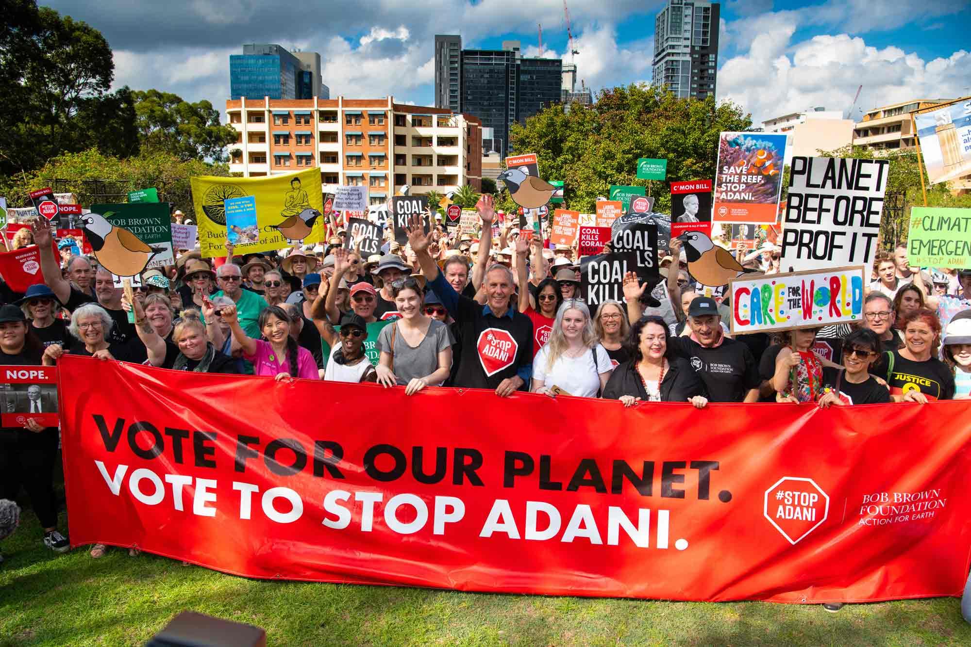 وقفة احتجاجية فى أستراليا لوقف تنفيذ منجم فحم أدانى