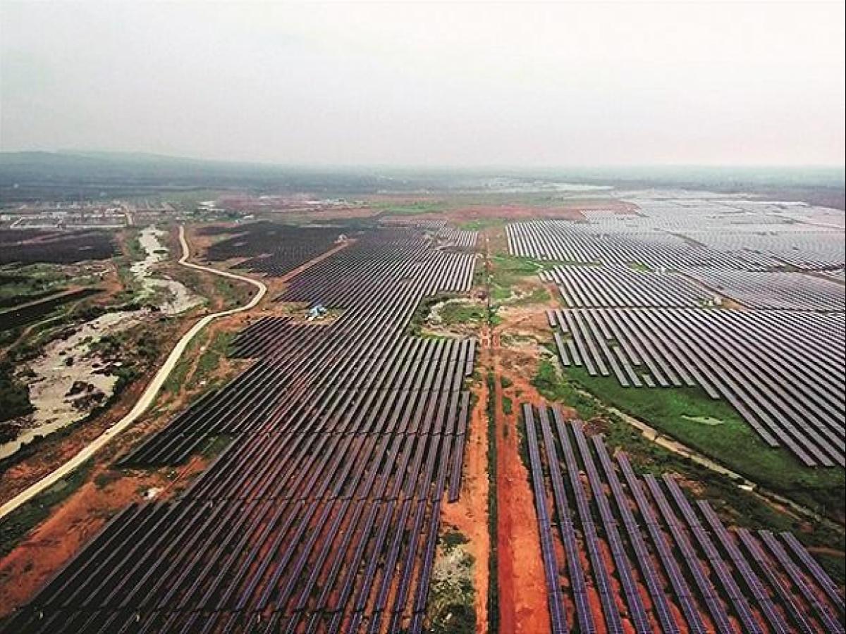 """مشروع طاقة شمسية تابع لـ""""أداني"""""""