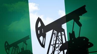 Photo of بعد 20 عامًا من الانتظار.. الرئيس النيجيري يوقّع على مشروع قانون النفط