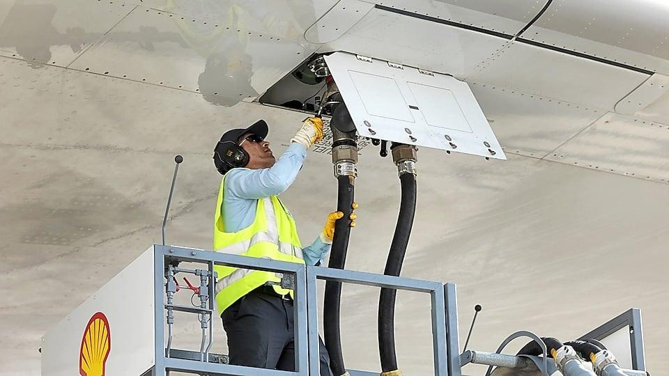 تحميل الوقود فى الطائرة