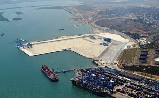 ميناء تجاري في كينيا