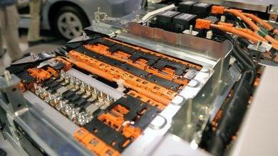 Photo of بطاريات الليثيوم.. مجازفة بكلفة 150 مليار دولار تواجه صناعة السيارات الكهربائية