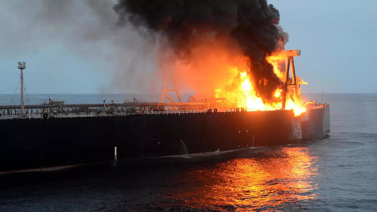 ناقلة النفط بالقرب من سواحل سريلانكا