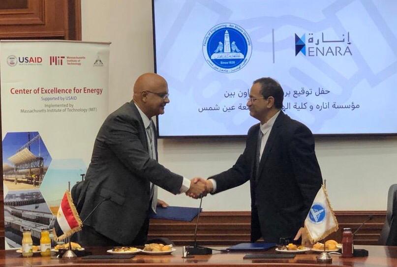 صورة بعد توقيع الاتفاق بين مجموعة إنارة وكلية الهندسة بجامعة عين شمس