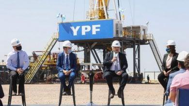 Photo of إنتاج النفط يسجل تراجعًا كبيرًا في الأرجنتين