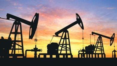 Photo of أسعار النفط تتراجع 3% مع تنامي مخاوف زيادة المعروض وتفشّي كورونا