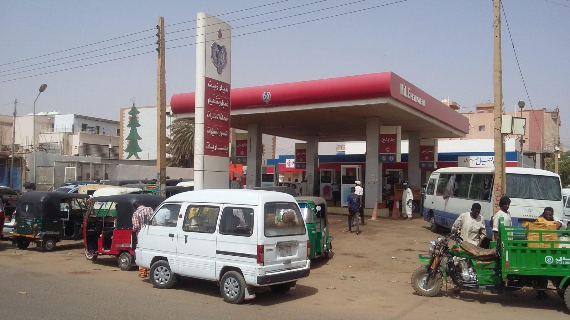 محطة وقود في العاصمة السودانية الخرطوم - أسعار الوفود