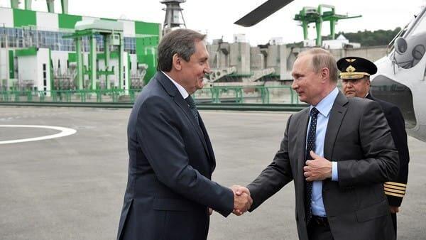 الرئيس الروسى فلاديمير بوتين مع وزير الطاقة الجديد نيكولاى شولغينوف